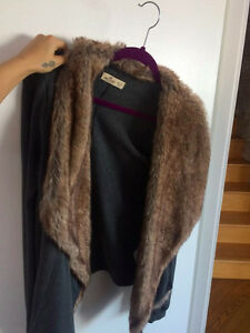 Hollister Grey Vest Sweater Faux Fur Long Sleeves Comfy Clothes