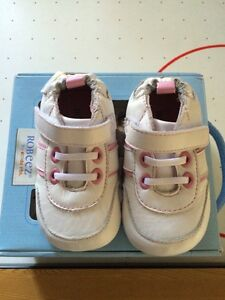 Robeez 0-6 size 2 sneaker infant soft sole