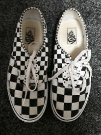 Vans size 8 mans black and white check shoes