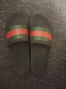 selling gucci flip flops