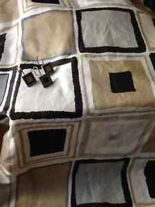 Geometric fabric shower curtain with liner & coordinating rings Kitchener / Waterloo Kitchener Area image 1