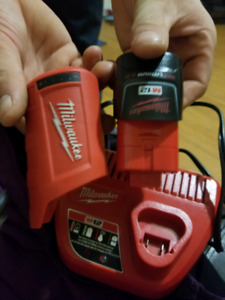Milwaukee Battery Pack Charger