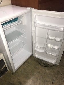Amazing and cheap mini-fridge, barely used, perfect condition