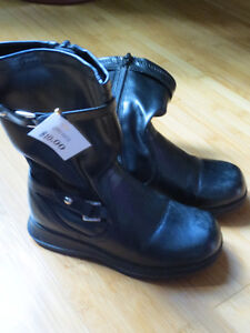 """Girls """"Smartfit"""" Casual Boots - Size 9 (Toddler) London Ontario image 1"""