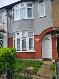 2 large double rooms to let