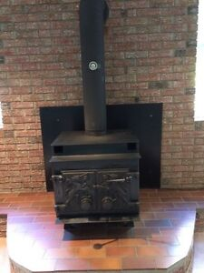 Wood stove find other items in ottawa kijiji classifieds for Lakewood wood stove