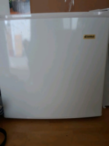 KENMORE MINI FRIDGE