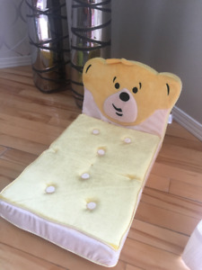 Lit jaune toutou/ Yellow bed Build A Bear stuffed animals