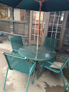 FOREST GREEN Patio Table and Chairs