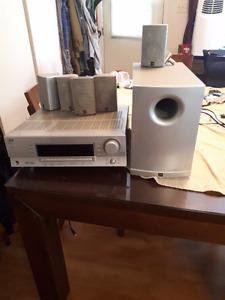 un cinéma maison multi JVC 180 watt 5 haut parleur