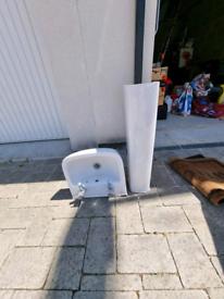 Small pedestal sink
