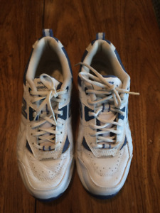 NEW BALANCE LEATHER RUNNING SHOES   VERY GOOD CONDITION!