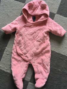 Gap Baby Girl footed outerwear 0-3m(New)