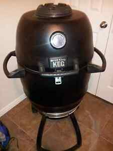 Broil King 911050 Keg® 2000 Charcoal Grill