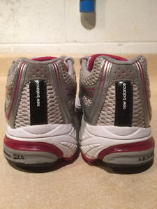 Women's New Balance Abzorb TS2 Lite Running Shoes Size 7 London Ontario image 2