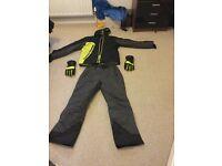 Skiing gear size medium