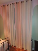 Queen bedding and curtains/ literie et rideau