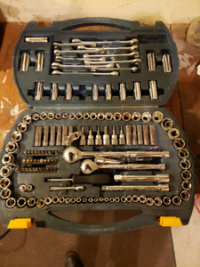 180 piece socket and wrench set