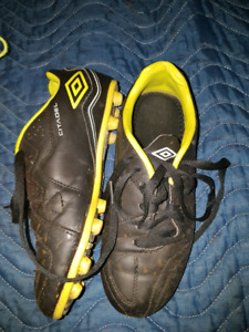 Umberto Youth soccer cleat