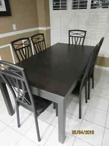 Kitchen/Dining Room Set – 6 Chairs/2 Table Leafs