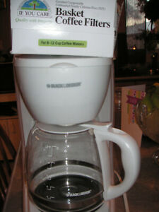 Black and Decker 12 Cups White coffee maker with the biodegradab