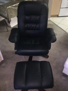 NEW LEATHER LOUNGE CHAIR + OTTMAN RECLINER BLACK