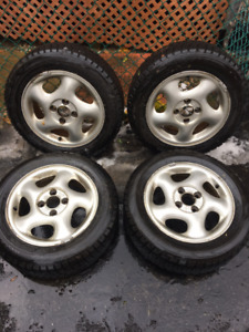 SET OF 4 BRIDGESTONE BLIZZAK WS70 SNOW TIRES. 195/60R15