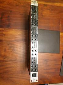 Behringer HA4700 headphone amp