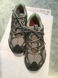 WOMEN'S MERRELL HIKING SHOES