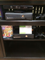 XBOX 360 WITH KINECT CAMERA INCLUDES ONE GAME  REDUCED TO CLEAR!