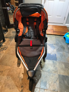 BOB REVOLUTION STROLLER WITH WEATHER SHIELD