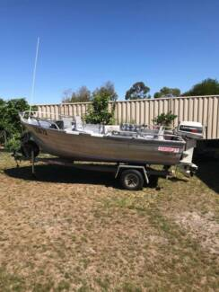Aluminium fishing boat Stacer 3.9 metres great condition