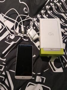 LG G5 32Gb Débloqué fonctionne très bien avec boite et chargeur