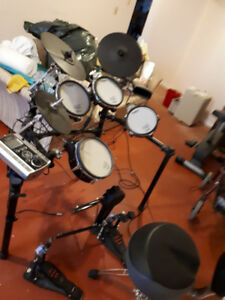 Roland TD-9 Vdrums with double kick and Pearl Throne