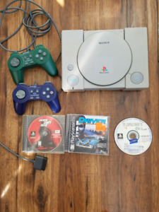 PS1 with 2 controllers, 3 great games - chrono trigger and GTA 1