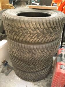 4 pneus hiver NOKIAN 275 65 R18