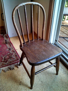 "NICE ANTIQUE SOLID WOOD ""HOOP BACK"" CHILDREN'S CHILD'S CHAIR Cambridge Kitchener Area image 3"