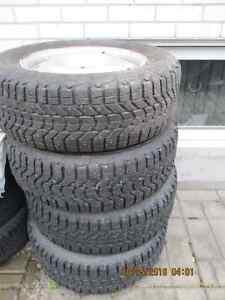 4 pneus hiver à clous 215-65-R16 avec 4 rings Saguenay Saguenay-Lac-Saint-Jean image 2