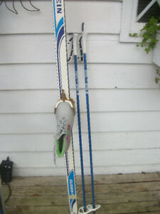 CROSS COUNTRY SKI POLES BOOTS   LADIES  SIZE 7