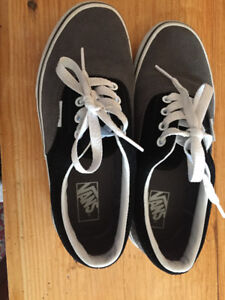 vans authentic skate shoes kids size 3, black and grey like new