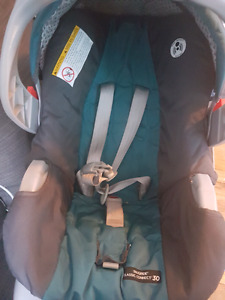 2 carseats and base