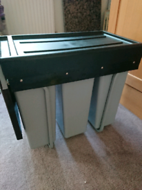 Kitchen cupboard integrated recycling bin + 20 free dvds