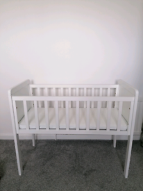 White Mothercare Hyde Crib with airflow mattress
