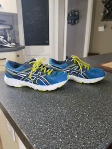 Mens Asics size 7 running shoes