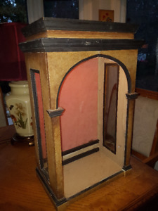 Gorgeous vintage Art Deco tabletop Display cabinet with interior