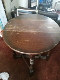 Traditional style extendable wooden table, solid, 2 drop leaves