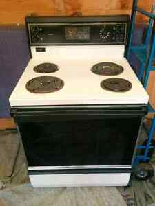 White electric stove/oven (will deliver)
