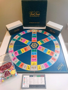 Vintage Trivial Pursuit - Board Game