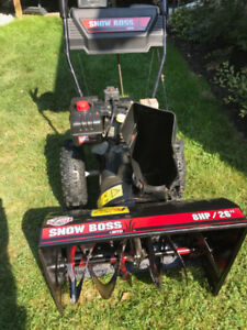 Great condition Snowblower 26inch scoop with 8HP engine