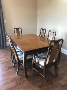 Dining room table $400.00